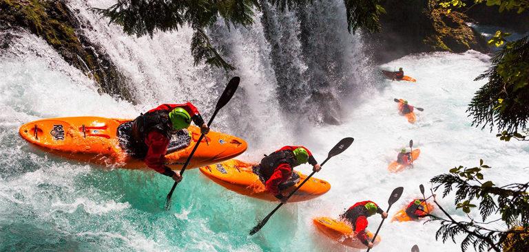 Kayaks de descente de cascade
