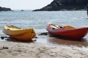 Kayaks sur la terre ferme